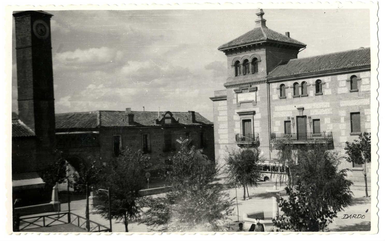 Consuegra. Casa Ayuntamiento y Colegio. 1958 (P-139)
