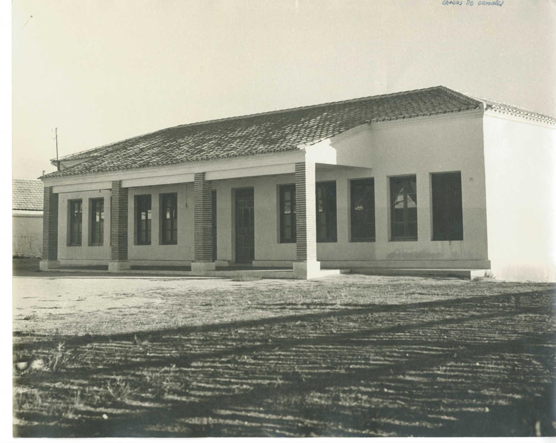 Chozas de Canales. Escuelas. Hacia 1960 (P-2579)