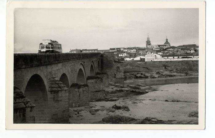El Puente del Arzobispo. Vista del puente.1965 (P-229)