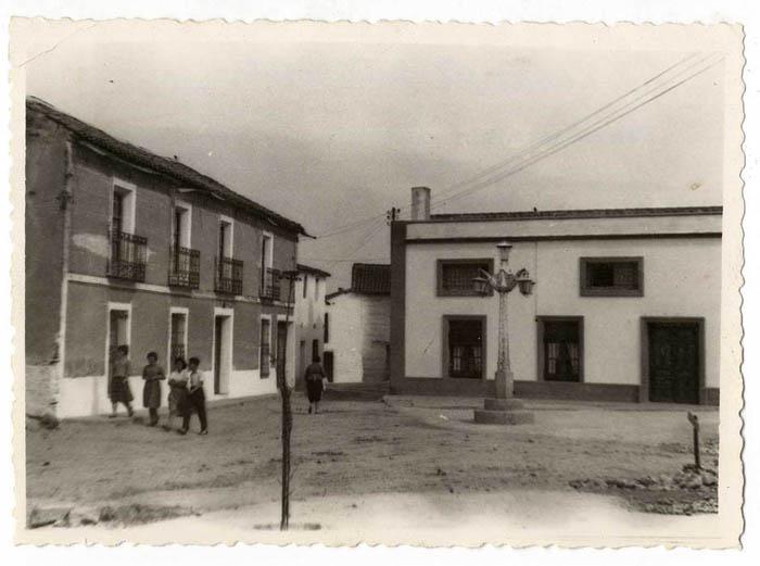 El Casar de Escalona. Plaza de José Antonio. 1958 (P-267)