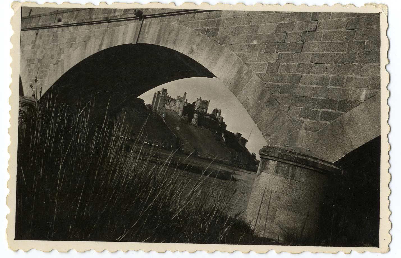 Escalona. Castillo desde el río Alberche. 1959 (P-284)