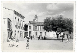 Hinojosa de San Vicente. Plaza de José Antonio.1958 (P-333)