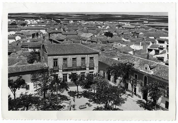 Lillo. Vista parcial desde la plaza y caserio. 1959 (P-433)