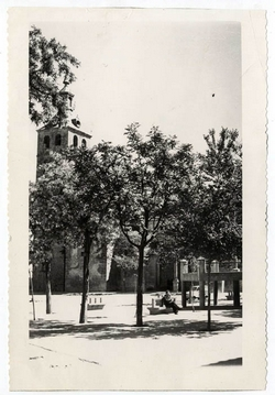 Lillo. Vista parcial de la plaza del Caudillo. 1959 (P-434)