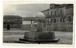 Los Cerralbos. Fuente de la Bola. 1961 (P-437)