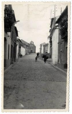 Los Navalucillos. Calle de las Saleras y ermita.1959 (P-465)