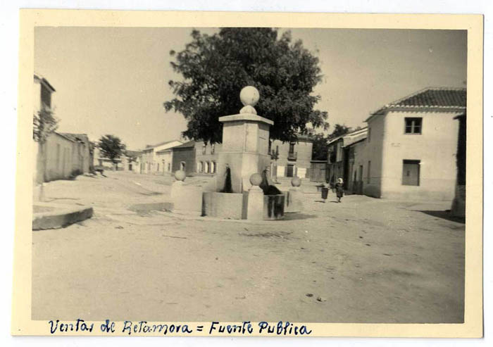 Las Ventas de Retamosa. Fuente púiblica. 1960 (P-1511)