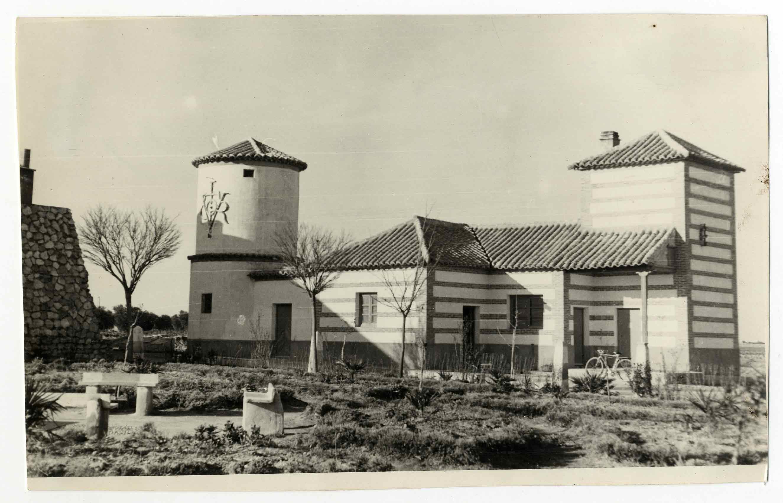 La Puebla de Almoradiel. Casa y depósito. 1961 (P-361)