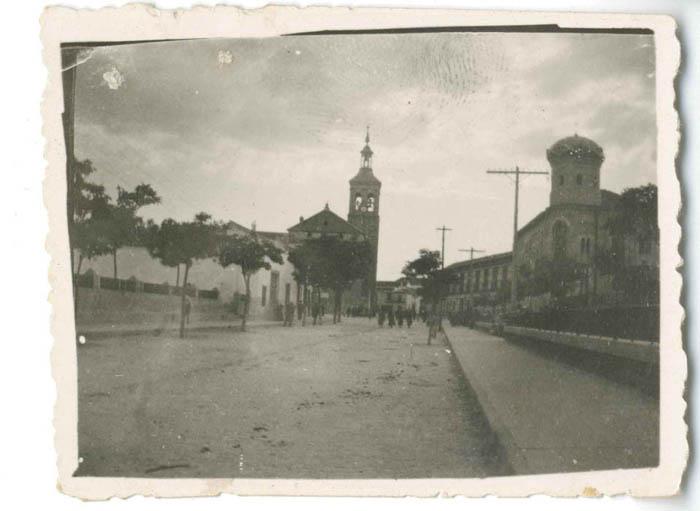 Mora. Iglesia y ayuntamiento. 1959 (P-559)
