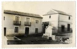 Marjaliza. Plaza José Antonio y fuente. 1959 (P-2684)