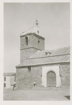Mohedas de la Jara. Fachada sur de la iglesia. 1959 (P-541)