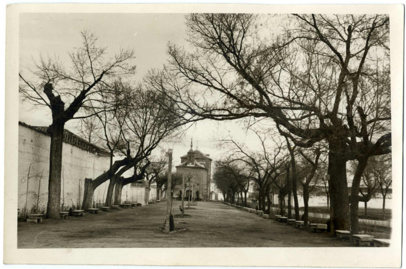 Madridejos. Paseo y ermita del Cristo. 1959 (P-2654)