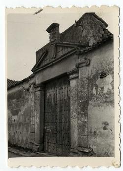 Mazarambroz. Portada en callejón del Tostado. 1959(P-2695)