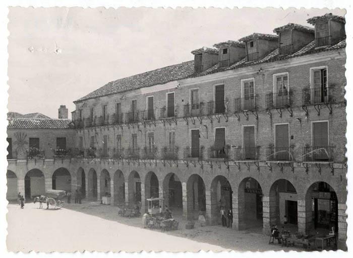 Ocaña. Fachada sur de la Plaza Mayor. Hacia 1955 (P-616 )