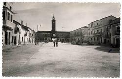 Oropesa. Plaza de España. 1960 (P-713)