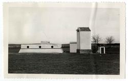 Nambroca. Depósito de agua y tansformador. 1961 (P-577)