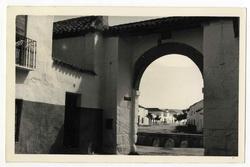 Orgaz. Arco de San José, puerta de Los Yébenes. 1960 (P-678)