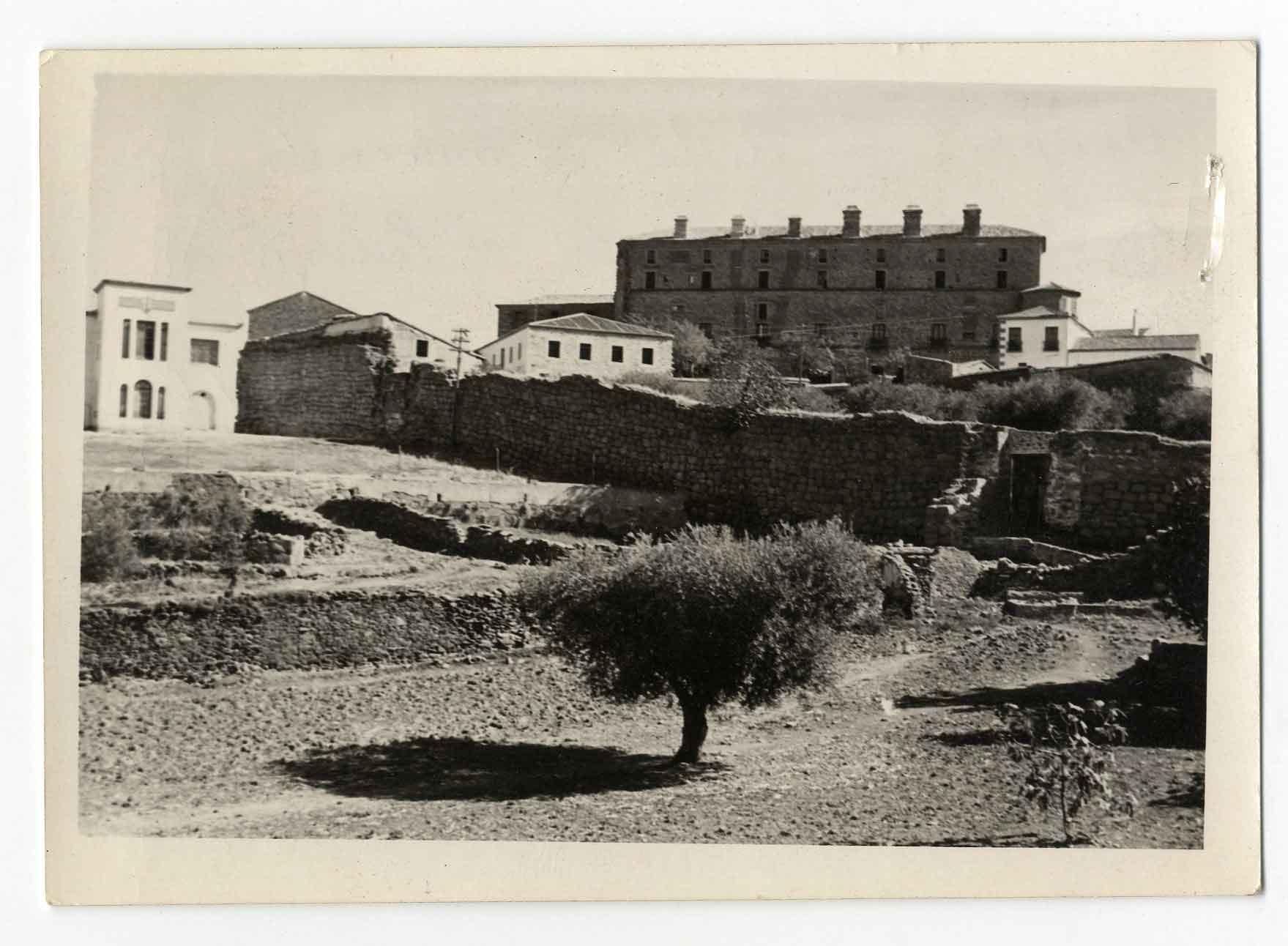 Oropesa. Restos muralla norte y palacio. 1960 (P-711)