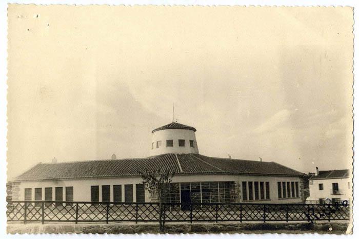 Parrillas. Escuelas y patio escolar. 1960 (P-726)