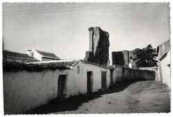 Polán. Castillo desde la calle del Castillo. 1963 (P-736)