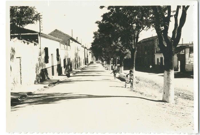 Quero. Avenida Virgen de Gracia pavimentada. 1975 (P-774)