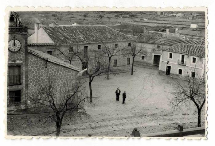 Santa Ana de Pusa. Plaza del Caudillo. 1960 (P-804)