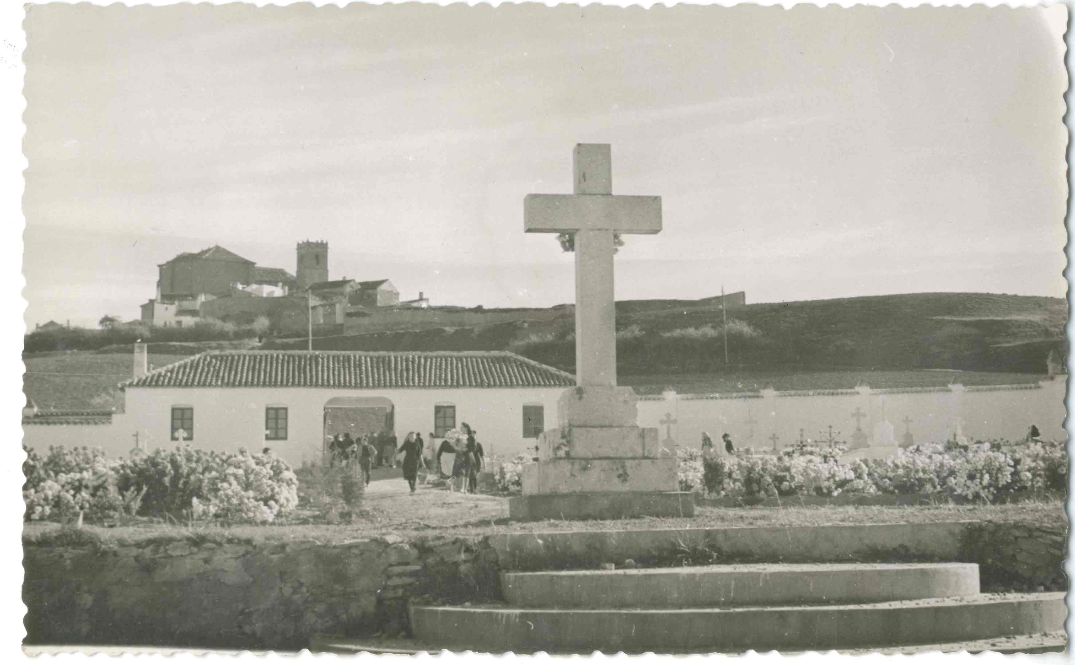 Santa Cruz de la Zarza. Cementerio. 1960 (P-813)