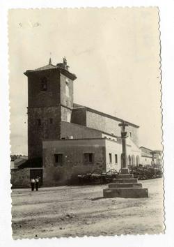 Segurilla. Iglesia y casa parroquial. 1960 (P-833)