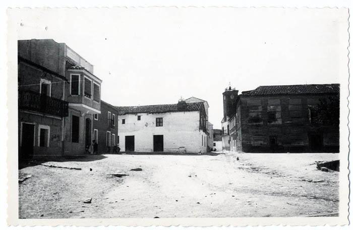 Torralba de Oropesa. Plaza Don Pedro González. 1960 (P-1396)