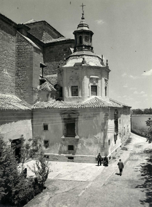 Tembleque. Ermita del Rosario junto a iglesia.1969 (F-073)
