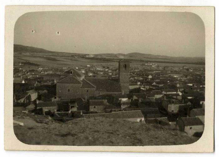 El Romeral. Vista del caserío e iglesia. Hacia 1945 (P-248)