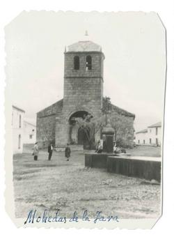 Mohedas de la Jara. Iglesia parroquial y fuente.1959 (P-528)