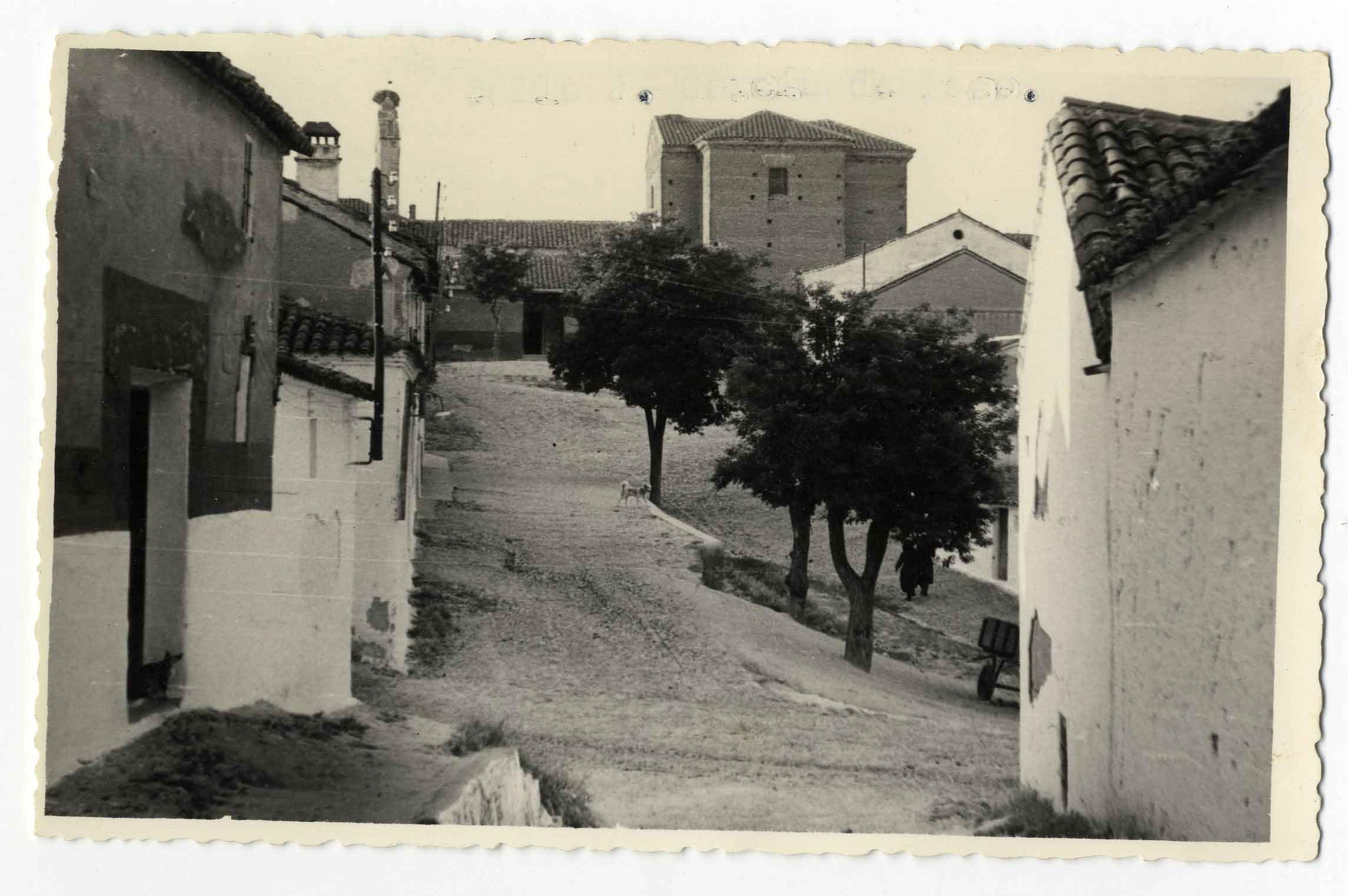 Montearagón. Vista de la iglesia de San Miguel. 1959 (P-545)