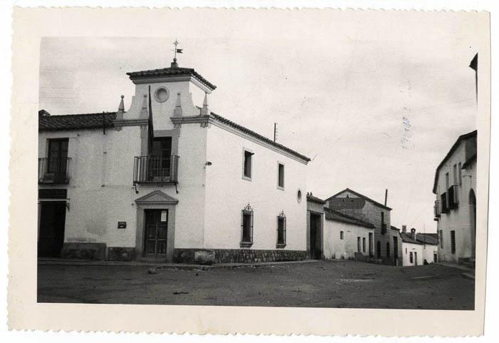 Burguillos de Toledo. Ayuntamiento y calle Ajofrín (P-45)