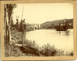 zb.-Panorámica del río. A lo lejos Puente de San Martín