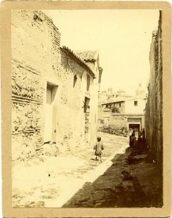 j.- Calle San Torcuato. De fondo la Iglesia de los Jesuitas