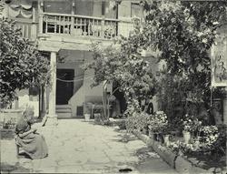 a.- Patio del Cristo en la Plaza de Valdecaleros