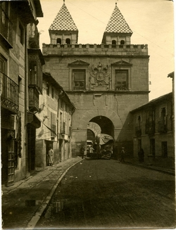 k.-Puerta de Bisagra