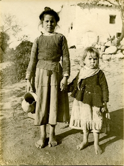 n.-Retrato de dos niñas