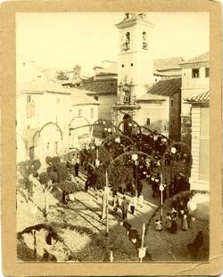 g.-Procesión en la Plaza de San Justo