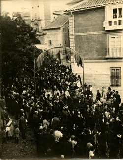 s.-Procesión de San Antonio en la Plaza de San Justo