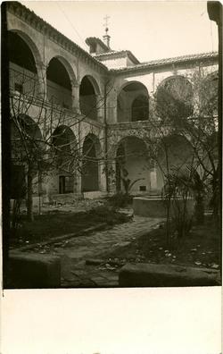 x.-Patio del Moral del Convento de Santo Domingo el Real