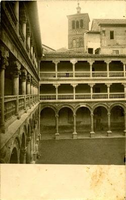 y.-Patio del Convento de San Pedro Mártir (Asilo Provincial)