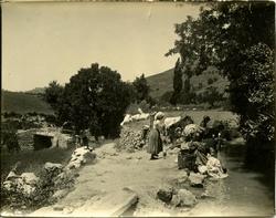 y.-Mujeres lavando en las cercanías de Alcaraz (Albacete)