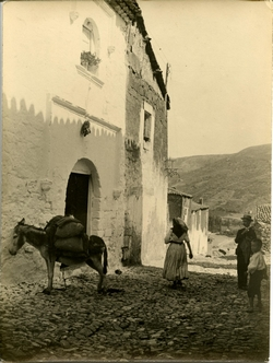 zza.-Francisco, hermano del pintor en una calle de Alcaraz
