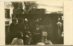 zh.-Familiares del pintor en el coche de línea de Albacete