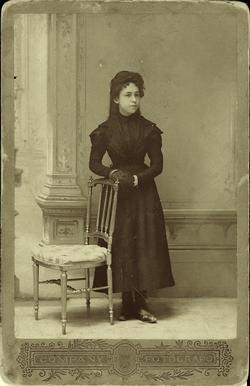 l.-Cecilia García Pardo, esposa del pintor. Año 1900*