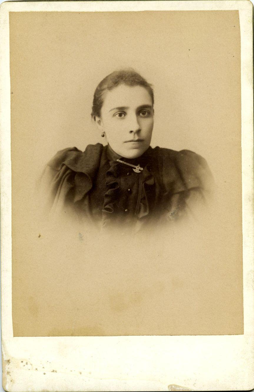 m.-Josefa Román Martínez, hermana del pintor*