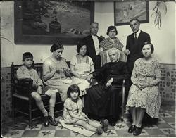 r.-Familiares del pintor.  Marcelino en el centro. 1931