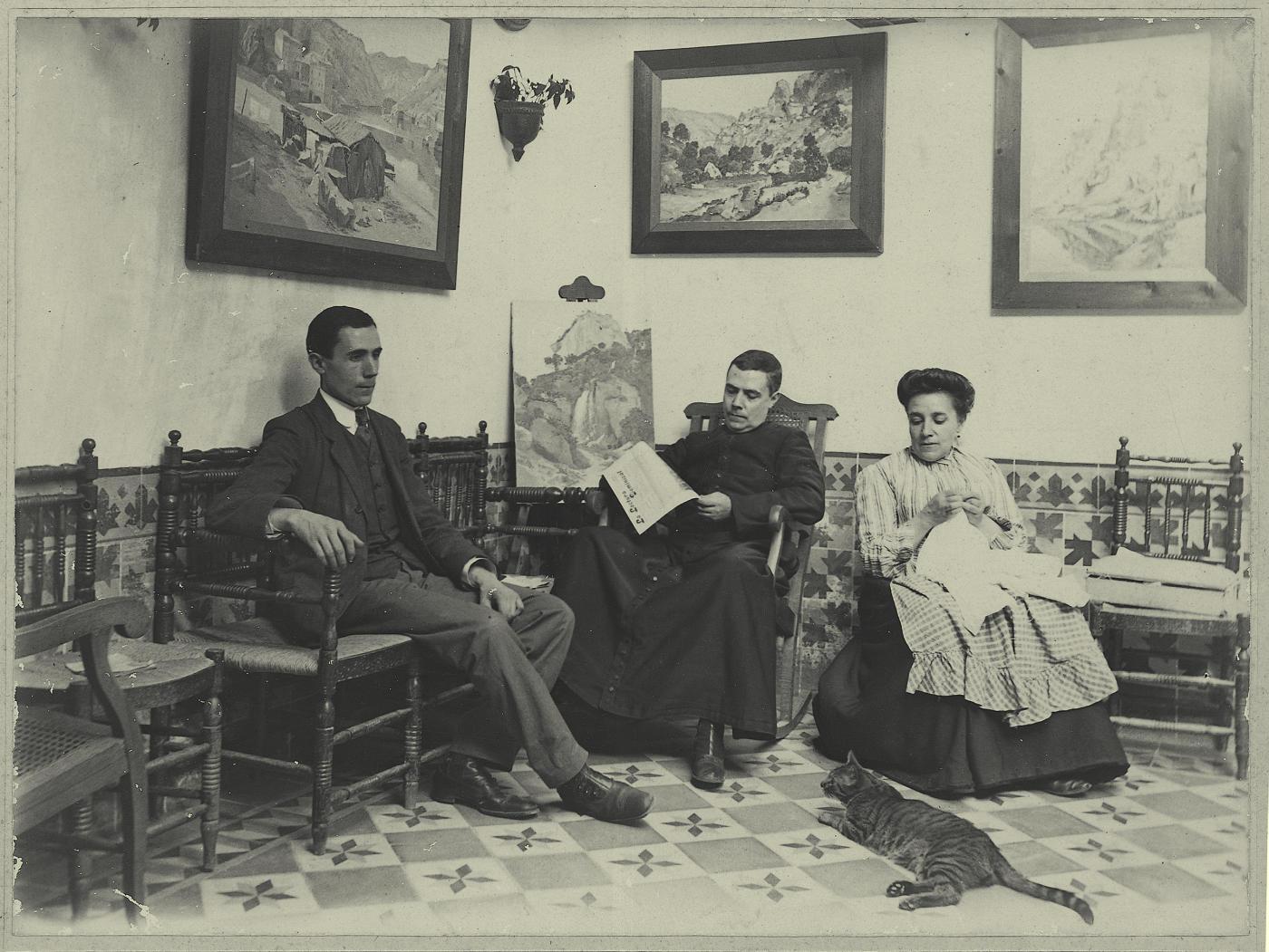 q.-Hermanos del pintor en el domicilio familiar. 1909